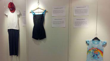 """Vue de l'expo """"Que portais-tu ce jour-là?"""", à voir à Molenbeek du 8 au 20 janvier"""