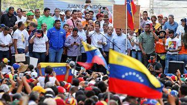 L'opposant vénézuélien et président autoproclamé Juan Guaido parle devant ses partisans à Barcelona, le 23 mars 2019