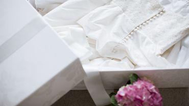 Confinement : 3 bonnes raisons de commander sa robe de mariée en ligne.