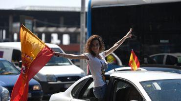 Coronavirus: des milliers d'Espagnols manifestent en voiture contre le gouvernement