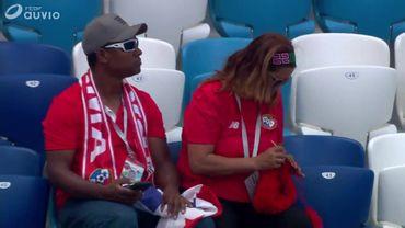 Une fan du Panama tricote en tribune, l'Angleterre, elle, ne fait pas dans la dentelle