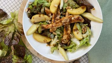 Blancs de poulet et pommes caramélisées en salade