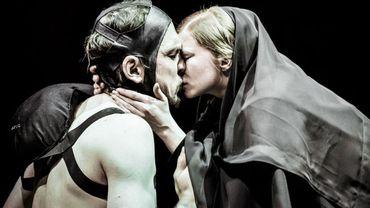 Lars Eidinger et Jenny Kônig dans Richard III m;e.s Thomas Ostermeir