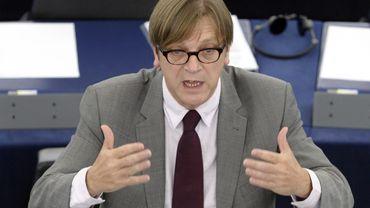 Guy Verhofstadt semble irrité par l'axe franco-allemand