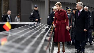 Philippe et Mathilde à Ground Zero avec des policiers touchés lors des attentats de Bruxelles