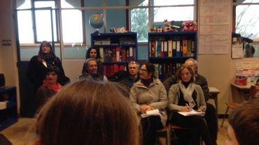 Des inspecteurs français et espagnols assistent aux jeux de rôle des élèves