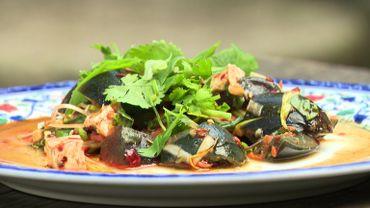 Salade des oeufs  de 100 ans : la surprenante recette du chef Eric Bigonville, responsable des cuisines à Pairi Daiza. La cuisine du monde est à la fête dans ce parc