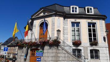 """L'Hôtel de Ville de Theux, où Yves et Monique se diront """"oui"""" ce samedi, là aussi en très petit comité."""
