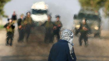 Un Palestinien face à des véhicules de l'armée israélienne au checkpoint de Jénine, à Gaza, le 20 novembre 2012. Avant la déclaration de la trêve entre le Hamas et Israel.