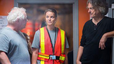 Col bleu : la rencontre entre une artiste ratée et des ouvriers communaux