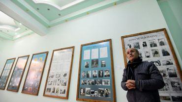 """L'artiste Nazir Ago au """"Musée Salomon"""", le 6 février 2019 à Bérat, en Albanie"""