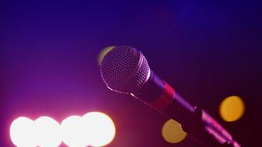 Un homme hospitalisé pour un affaissement du poumon après une séance de karaoké trop intense