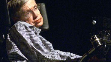 L'astro-physicien Stephen Hawking donne une conférence à Pékin le 18 août 2002