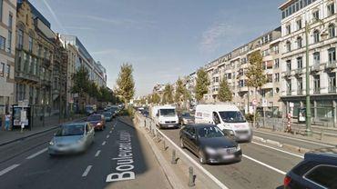 Une bagarre dans un appartement a paralysé la circulation durant quelques instants sur le boulevard et dans le tunnel Leopold II ce mercredi matin.
