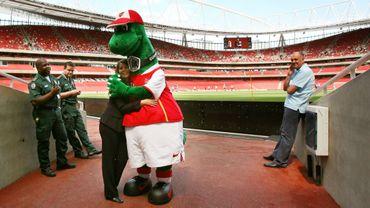 Gunnersaurus, la mascotte d'Arsenal licenciée.