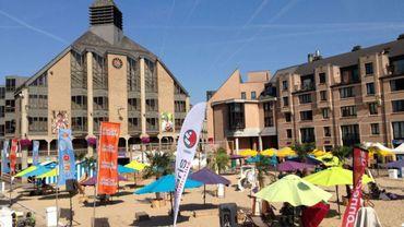 La plage est installée au cœur de Louvain-la-Neuve, une initiative de la gestion de centre-ville depuis 2008.