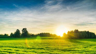 Soleil généreux partout le matin