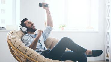 """La plus forte progression pour le streaming audio est """"celle constatée chez les 35-64 ans"""", avec 54 % de cette classe d'âge qui l'ont adopté (+ 8 % par rapport à 2018)."""