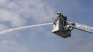 Un pompier en action (image d'illustration)