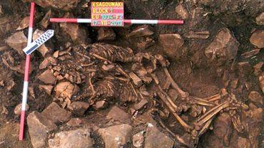 Découverte rare d'un couple préhistorique enterré enlacé en Grèce
