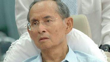 Thaïlande: 30 mois ferme pour lèse-majesté sur Facebook