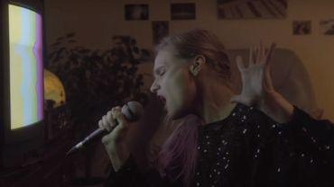 An Pierlé dans un clip réalisé par Juliette Van Dormael