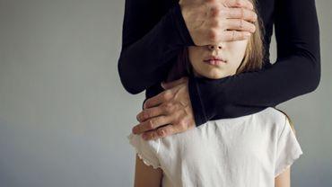 Les enfants dont les mères subissent des violences conjugales manquent plus souvent l'école