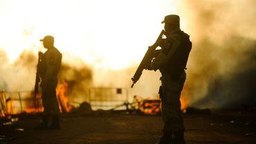 Des membres des forces spéciales brésiliennes en faction après des heurts provoqués par la décision des autorités de transférer 200 prisonniers de la prison d'Alcacuz, près de Natal, vers d'autres établissements de l'état septentrional de Rio Grande do Norte, le 18 janvier 2017