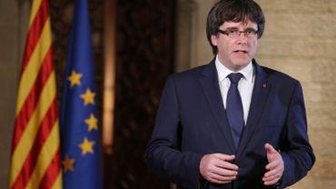 """Les mesures """"illégales"""" de Madrid inacceptables pour les Catalons, selon Puigdemont"""