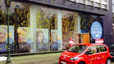 La façade du MR vandalisée par des syndicalistes