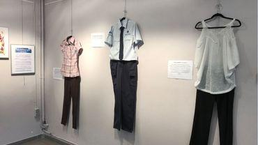 Une exposition montre les tenues portées par des victimes de viol