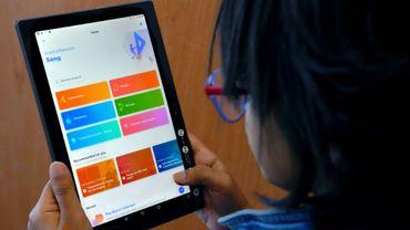 Une étudiante utilise une application éducative de la start-up Byuju, le 10 janvier 2019 à Bangalore, en Inde
