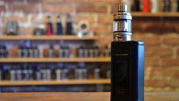 E-Cigarettes: magasins fermés et vapoteurs sans recharges