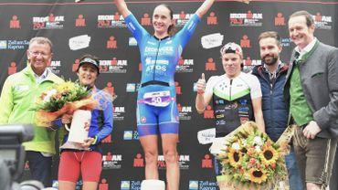 Alexandra Tondeur sur la 3e marche du podium de l'Ironman 70.3 à Kaprun