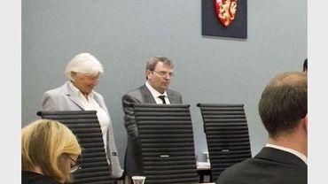 Le juge Ernst Henning Eielsen a d'étranges manières de se concentrer