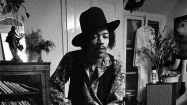 Jimi Hendrix dans son appartement situé 23 Brook Street, à Mayfair, le 4 janvier 1969