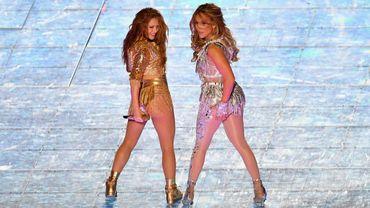 Shakira et Jennifer Lopez durant l Super Bowl remporté par les Chiefs de Kansas City.