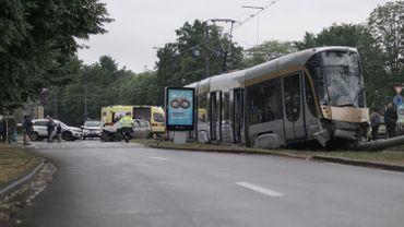 Un tram de la ligne 62 déraille après une collision à Evere: onze blessés légers