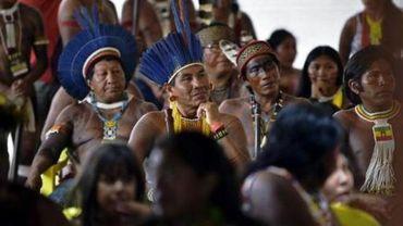 """Brésil: les leaders amazoniens dénoncent un """"projet de génocide"""" du gouvernement"""
