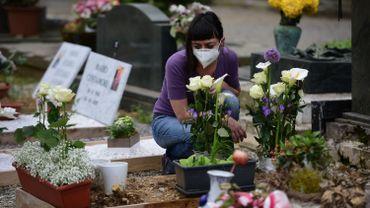 La pandémie a fait au moins 320.255 morts dans le monde depuis son apparition en décembre en Chine.