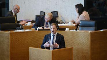 """""""Il reste trop de problèmes pour trouver un accord d'ici vendredi"""", a affirmé PaulMagnette (PS), à l'occasion d'une réunion convoquée en urgence de la commission des Questions européennes du parlement wallon."""