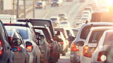 Risque accru de démence chez les personnes vivant à proximité de grands axes routiers