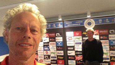 Michel Preud'homme se livre à l'exercice du selfie