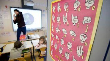 Une classe d'élèves apprenant en langue des signes dans une école primaire de Rennes, le 5 février 2015