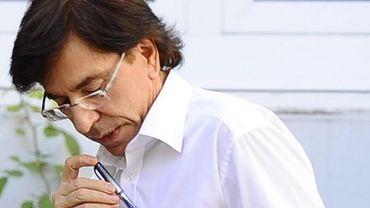 Elio Di Rupo range momentanément ses outils