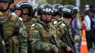 Les forces de sécurité montent la garde près d'une école de police cible d'un attentat à la voiture piégée le 17 janvier 2019 à Bogota