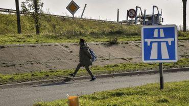 Calais, novembre 2017 : des migrants errent toujours dans la ville française.