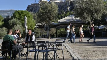 Coronavirus : la Grèce rouvre ses terrasses de cafés et restaurants, après six mois de fermeture
