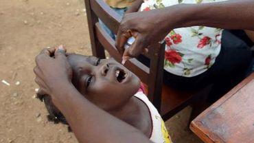 Un enfant reçoit des gouttes à l'hôpital de Bigoua près de Bangui en Centrafrique, le 22 juillet 2013