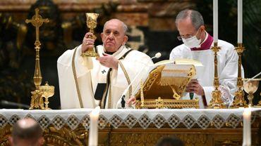 Le pape François célèbre la masse le 24 décembre 2020 à Saint Pierre de Rome